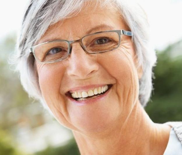 Resultado de imagem para cáries nos idosos